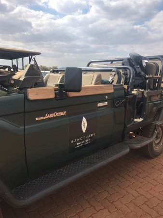 Sanctuary Makanyane Safari Lodge: Game driving vehicle