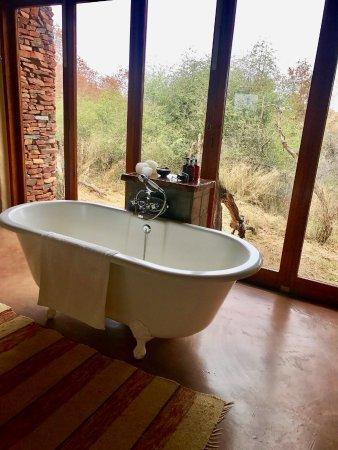 Madikwe Game Reserve, Sudáfrica: Clawfoot tub view