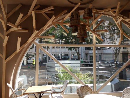 ibis Paris Tour Eiffel Cambronne 15ème : entrada con mirada a la calle