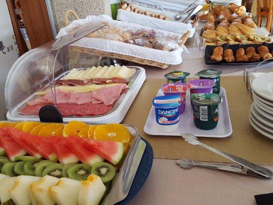 La Costera: Porque no voy a desayunar en el hotel, es más cómodo y variado...