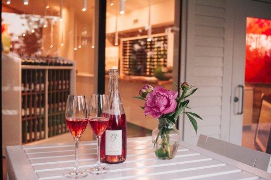 St. Catharines, Kanada: Celebrate Everyday wit Cuvee Rose traditional method sparkling