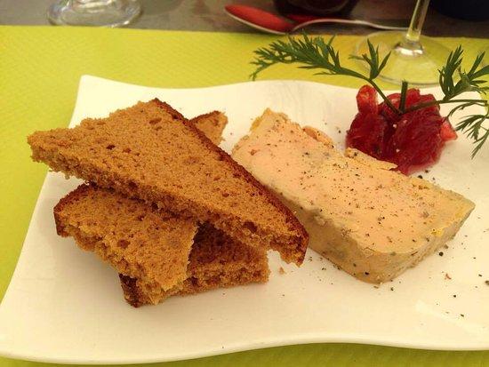 Chateauneuf-les-Bains, Frankrike: Foie gras maison, confit d'oignons marinés à la grenadine, pain d'épices