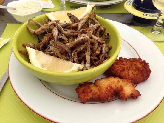 Chateauneuf-les-Bains, Frankrike: Friture et croquettes de pommes de terre