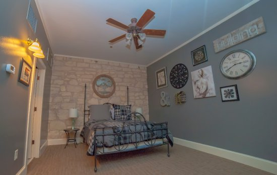 Fredericksburg Bed and Brew: The Loft Room