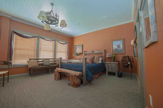 Fredericksburg Bed and Brew: Rustic Styles Room