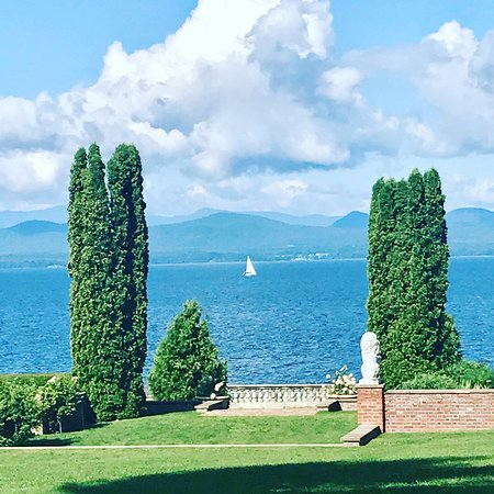 Inn at Shelburne Farms: Sitting out back enjoying the magnificent view of Lake Champlain.