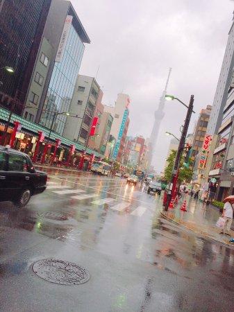 Asakusa: 浅草で人力車のってきたー😘 人力車のお兄さん たけちゃん!雨なのに元気で面白かった(笑)楽しかったですありがとうございました💕