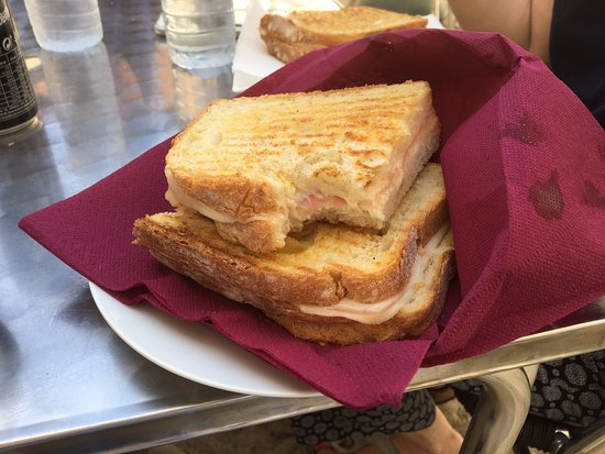 Tomar, Portugal: I told you the toasties are amazing!