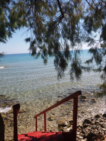 Ammoudi, Greece: ingresso in mare dalla scaletta