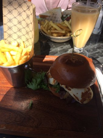 Loughton, UK: Halloumi Burger and fries