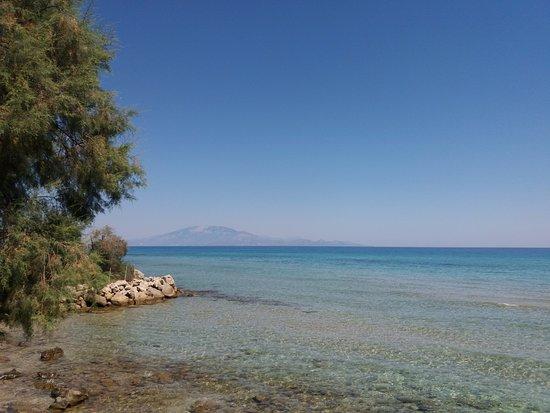 Ammoudi, Greece: vista dalla spiaggia