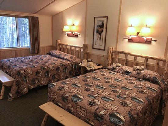 Lake Lodge Cabins: Nice clean Western Cabins.