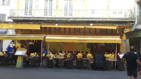 Arles, Francia: 20170815_184950_large.jpg