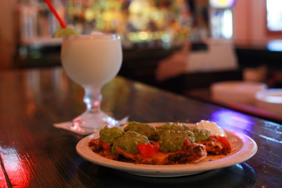 Hillsboro, Τέξας: Super Nachos - Bean, Beef, Cheese, Jalapeños, Tomatoes, Onions, Sour Cream & Guacamole. Beef/Chi