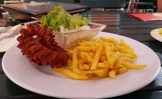 Ebenau, ออสเตรีย: Kid's bratwurst meal...