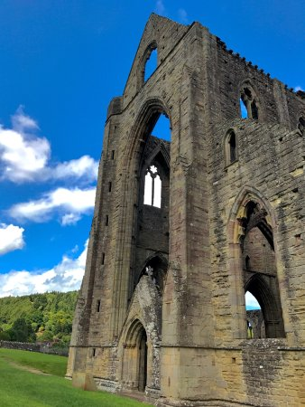 Chepstow, UK: A day out to learn the history of the Abbey