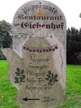 Fischerhude, Alemania: Hinweis im Ort auf das Café