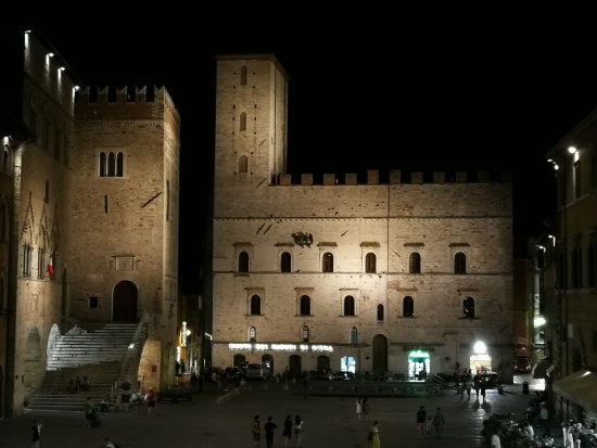 Todi, Italien: IMG_20170814_222015_large.jpg