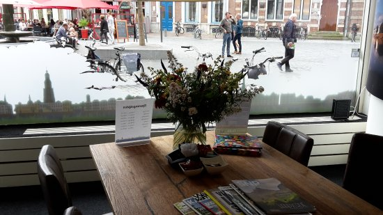 Zutphen, Нидерланды: cosy reading table inside the tourist office