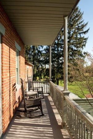 Bird-in-Hand Village Inn & Suites: Balcony at the Original Inn