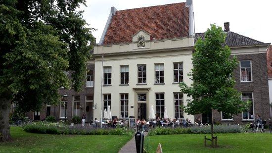 Oude Bornhof (+ Poort Bornhof): the enjoyment café ('Genietcafé')