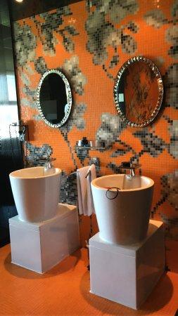 Duiven, The Netherlands: open badkamer (wel met de wc apart )