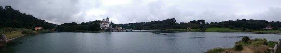 Niembro, Espanha: Panoramica desde el mirador de enfrente de la iglesia