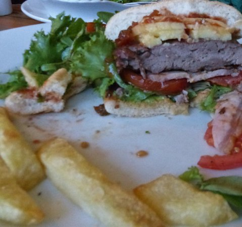 Barnby in the Willows, UK: Delicious, locally sourced cheeseburger!