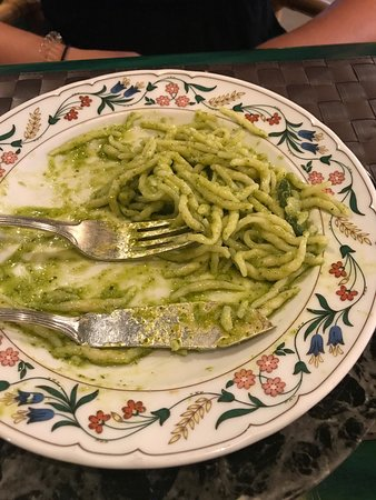 Vento Ariel: Worst pasta in our lives, spaghetti with pesto and its done..