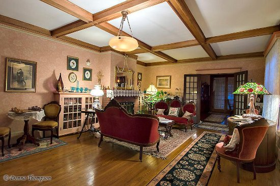 Rosewood Inn: The Guest's Parlor