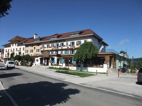 Malbuisson, Frankrig: L'hôtel en arrivant sur la route principale