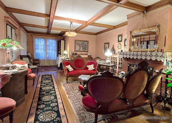 Rosewood Inn: The Guest's Parlor-view 2