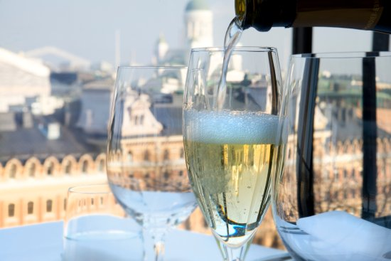 Restaurant Savoy: Class of champagne at the terrace, it's classic choice.