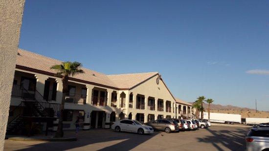 Needles, CA: Parking de l'hôtel