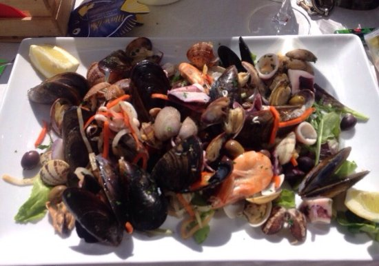 "Ristorante Flipper Di Alborno Libero E C. Snc : Gâteau à la noisette ""sublime"" Salade de fruits de mer à tomber"