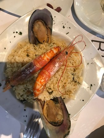 Black Stone: The best restaurant in santorini 👍