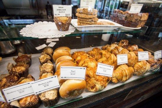 Ukiah, Californië: Some of our yummy pastries