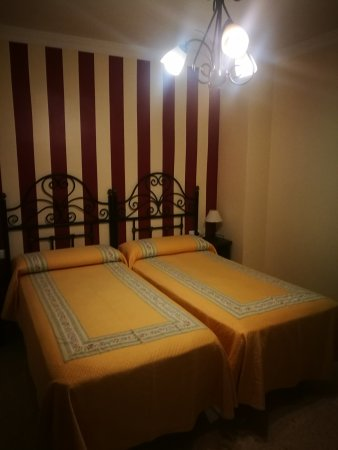Hotel Colon: IMG_20170814_231841_large.jpg