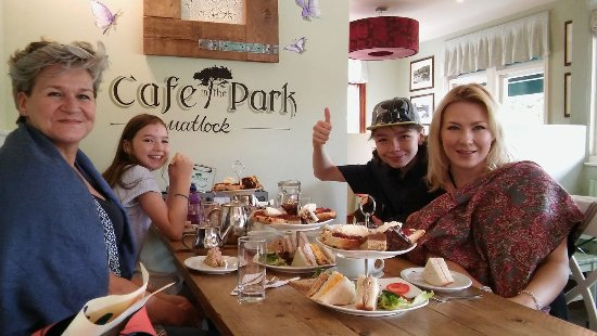 Cafe in the Park: Delicious traditional afternoon tea.