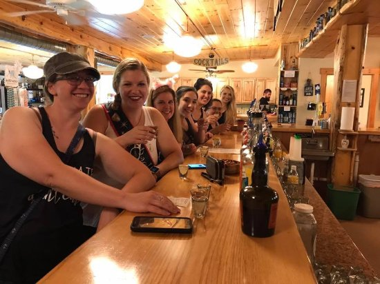 Lake Leelanau, MI: Enjoying our pours!