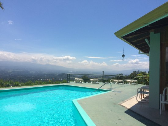 Atenas, Costa Rica: Pool with gorgous views