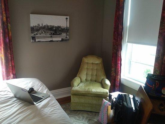 Goshen, IN: Comfortable furniture in each room