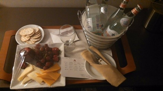 Teaneck Marriott at Glenpointe: Thank you Karolina for this lovely surprise after a long day in I.C.U.with husband! So kind of y