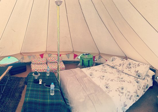 Thornham Magna, UK: Inside one of the bell tents