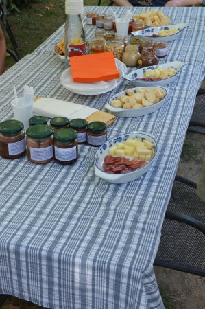 Barbaresco, Ιταλία: a table full of delicious tastings