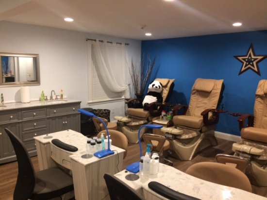 Westford, MA: Manicure and Pedicure Stations