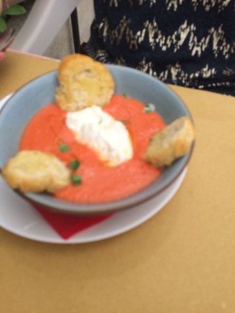 Neviglie, Italia: cold soup with mozzarella