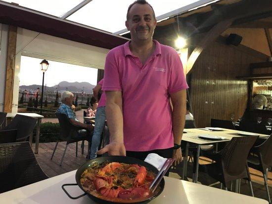 San Juan de los Terreros, Spain: De paella met kreeft voor 2 personen ...