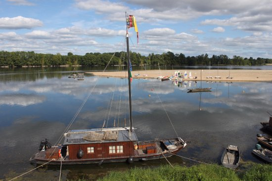 Le Thoureil, France : loire by boat