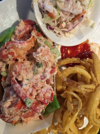 Milford, MA : Oh my goodness the best lobster roll I've had in years!!